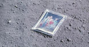 وسایل جا مانده در ماه توسط فضانوردان